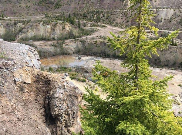 ADT-exposed-barite-ore.jpg