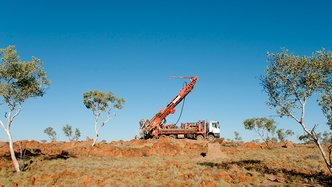 Magmatic releases drill results from Carlisle Reefs