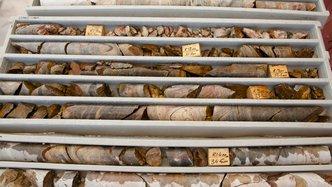 Stonewall push towards gold Resource estimate at Theta Hill